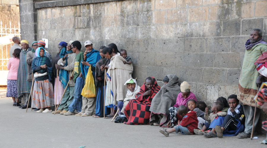 Ethiopians waiting in line for food