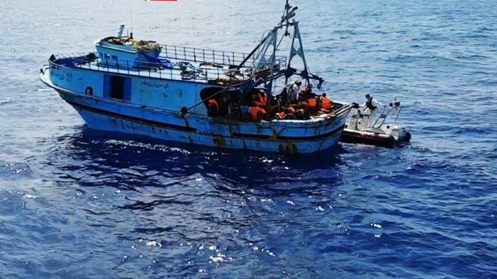 boat_migrants_med