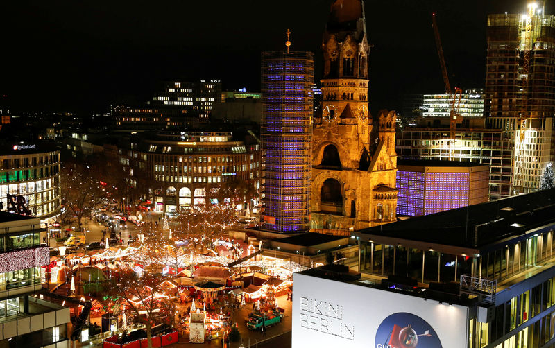 FILE PHOTO:  A general view shows the the Christmas market of main shopping street Kurfuerstendamm in Berlin, Germany, November 25, 2015.    REUTERS/Fabrizio Bensch/File Photo